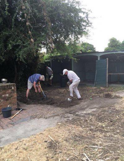 cias-180724-gardenwork-02